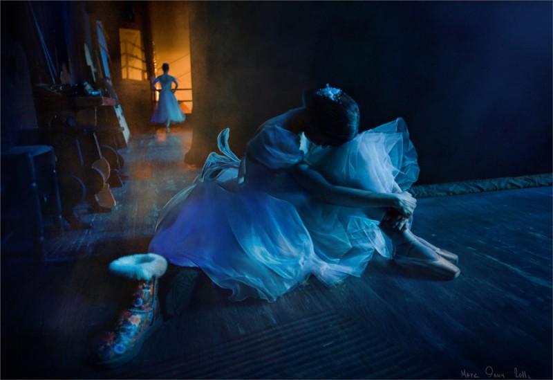 Балерина сидит за кулисами, Санкт-Петербург