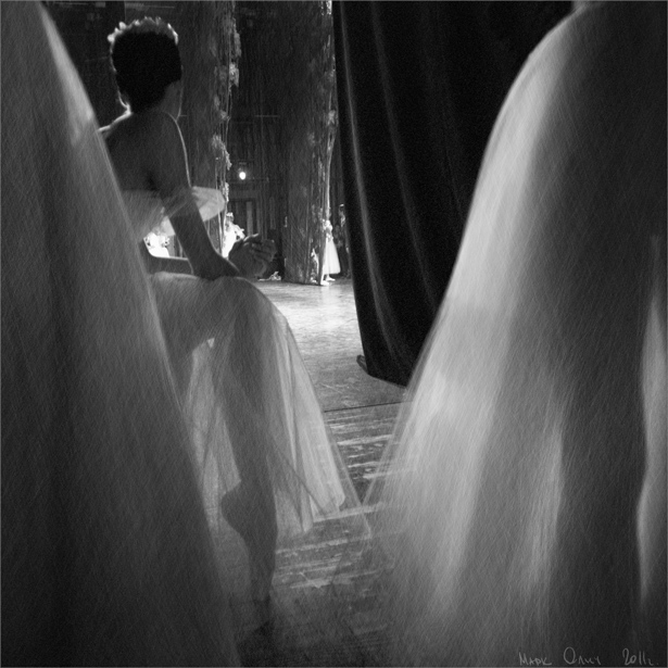 Белые балерины за кулисами