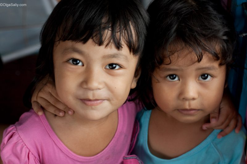 Тайский детский сад в Таиланде: две подружки