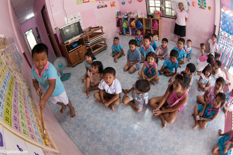 Дети учатся в тайском детском саду
