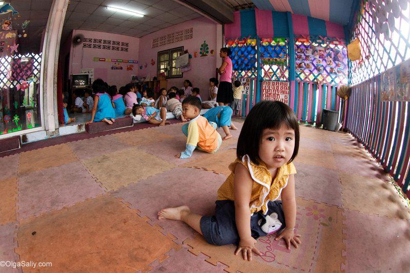 Девочка в детском саду на Самуи