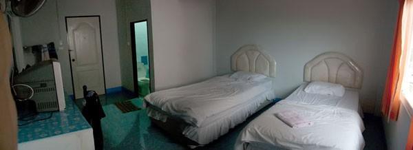 Отель в Сурратани