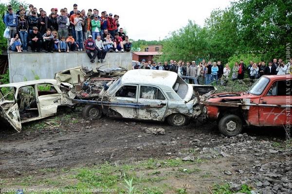Сибирский кармагеддон - гонки старых машин в Академгородке (44)
