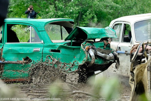 Сибирский кармагеддон - гонки старых машин в Академгородке (34)