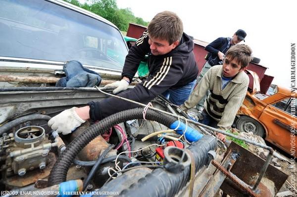 Сибирский кармагеддон - гонки старых машин в Академгородке (42)