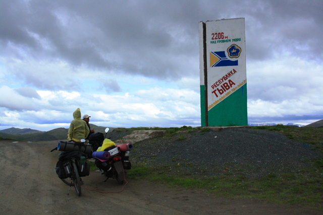 Путешествие по Сибири на мопеде Honda Super Cub 90 и прицепном велосипеде.