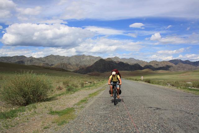 Путешествие по Туве на скутере и велосипеде