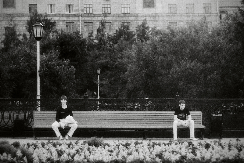 Лавочки на площади Ленина