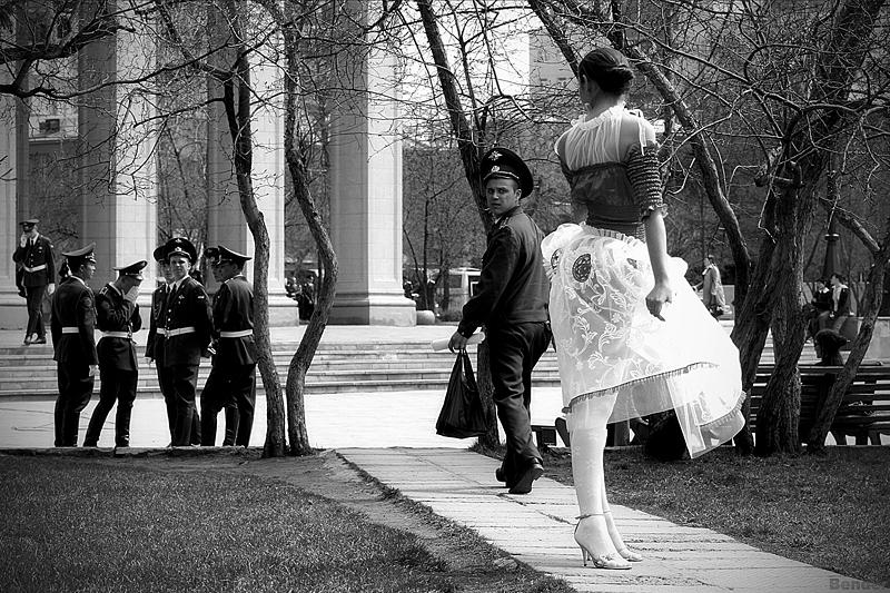 Балерина и военные площадь Ленина