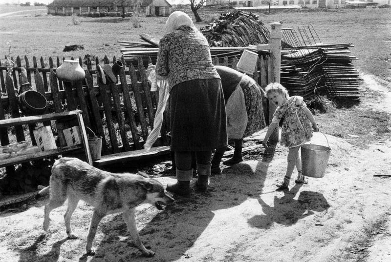 Женщины и дети в деревне