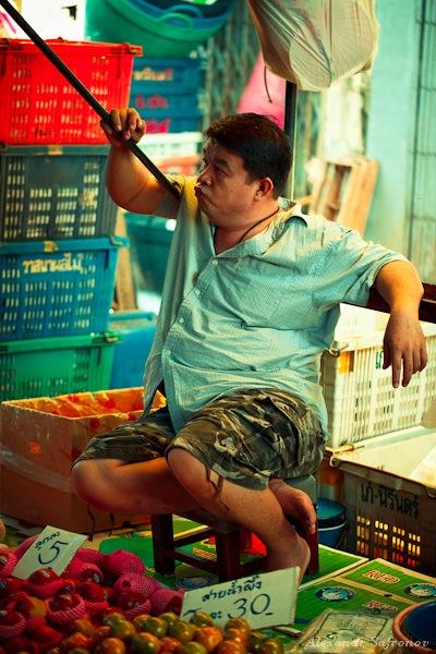 Таиланд. Рынок на железной дороге Maeklong Railway Market (18)