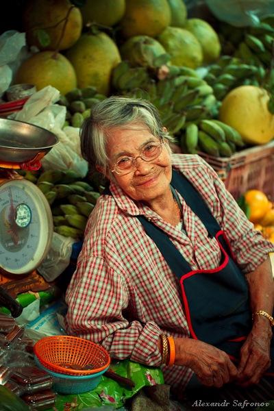 Таиланд. Рынок на железной дороге Maeklong Railway Market (17)