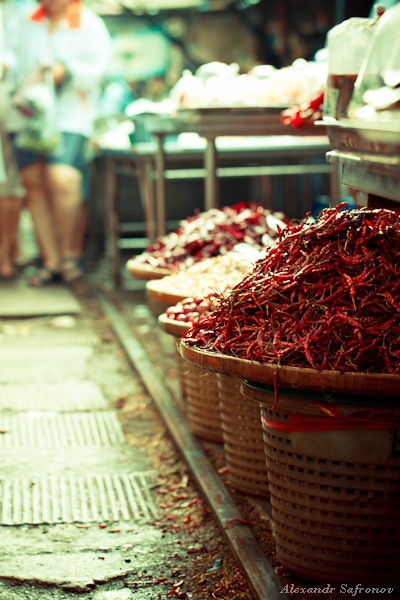 Таиланд. Рынок на железной дороге Maeklong Railway Market (14)