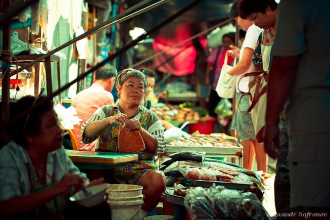 Таиланд. Рынок на железной дороге Maeklong Railway Market (12)