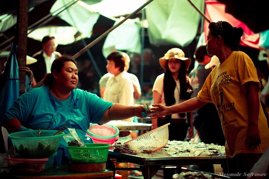 Таиланд. Рынок на железной дороге Maeklong Railway Market (7)