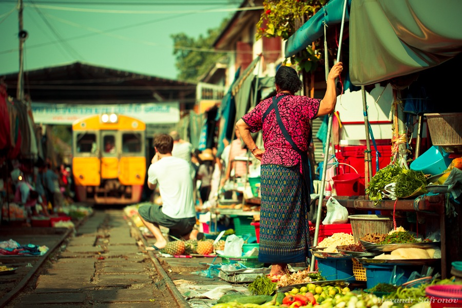 Таиланд. Рынок на железной дороге Maeklong Railway Market (3)