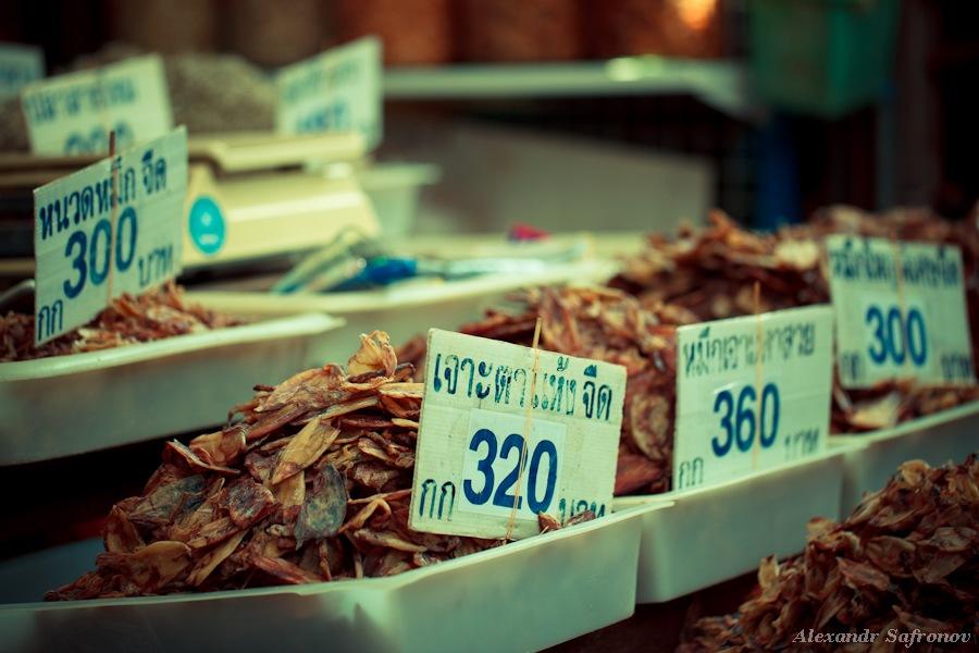 Таиланд. Рынок на железной дороге Maeklong Railway Market (2)