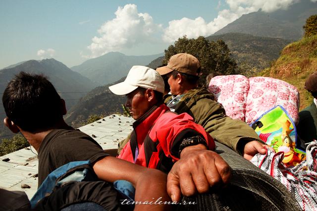 Крыша автобуса в Непале