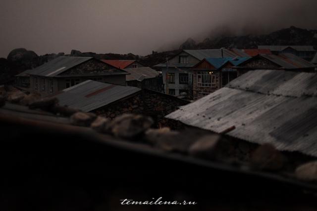 Ночная деревня в Гималаях
