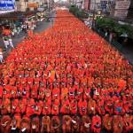 Массовое подаяние монахам в Бангкоке