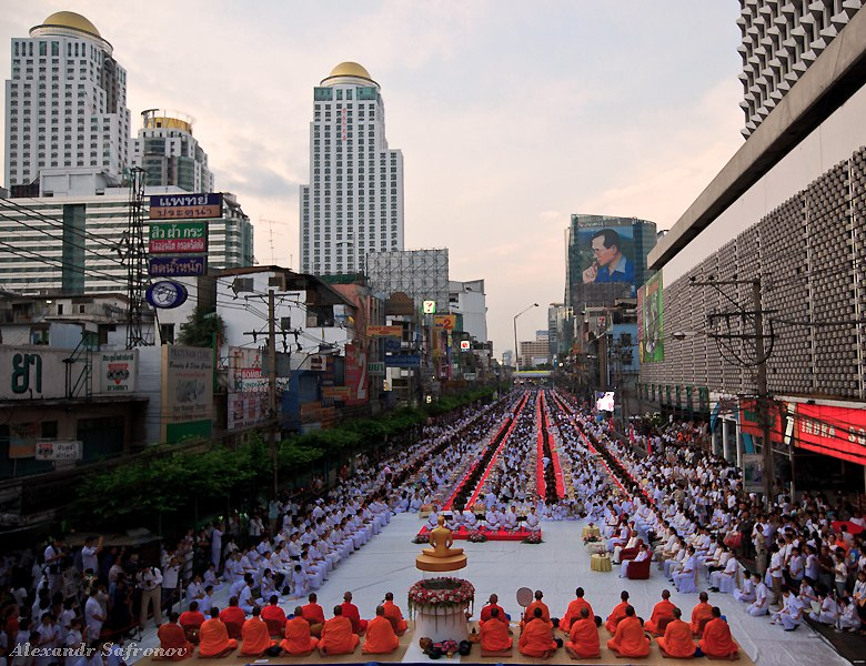 Массовое подаяние монахам в Бангкоке, фоторепортаж (25)