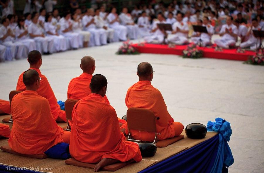 Массовое подаяние монахам в Бангкоке, фоторепортаж (19)