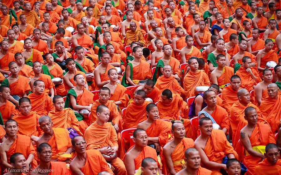 Массовое подаяние монахам в Бангкоке, фоторепортаж (14)