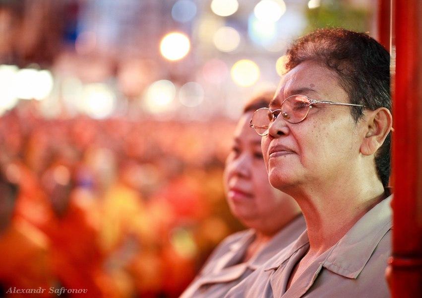 Массовое подаяние монахам в Бангкоке, фоторепортаж (17)