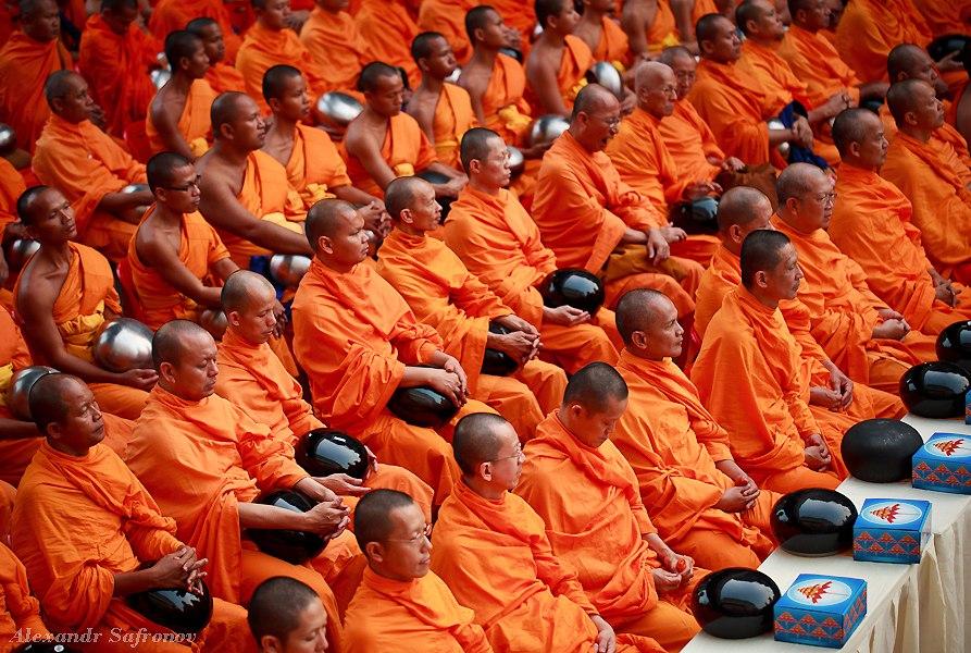 Массовое подаяние монахам в Бангкоке, фоторепортаж (8)