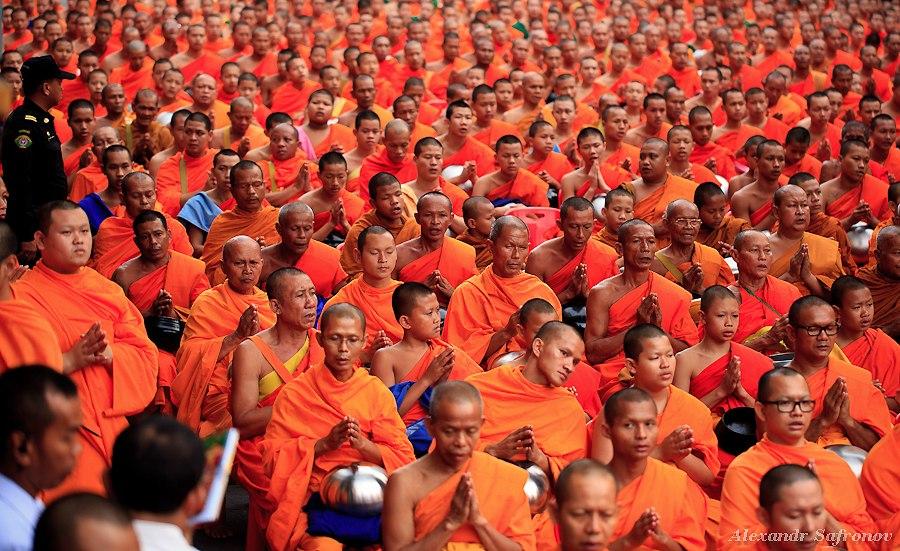 Массовое подаяние монахам в Бангкоке, фоторепортаж (3)