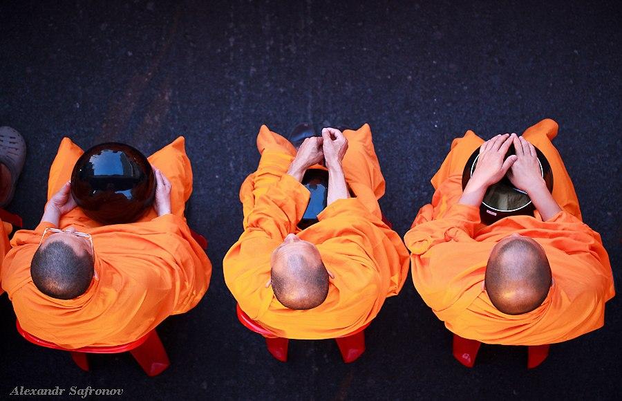 Массовое подаяние монахам в Бангкоке, фоторепортаж (2)