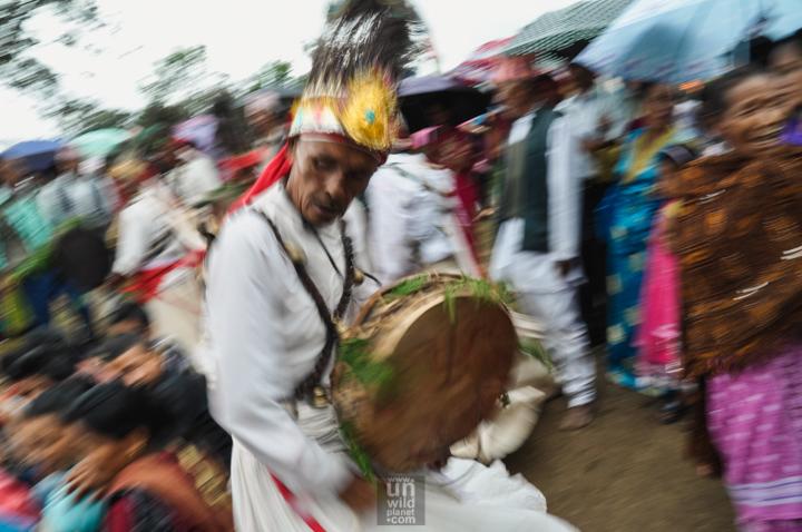 Непальский шаман с бубном