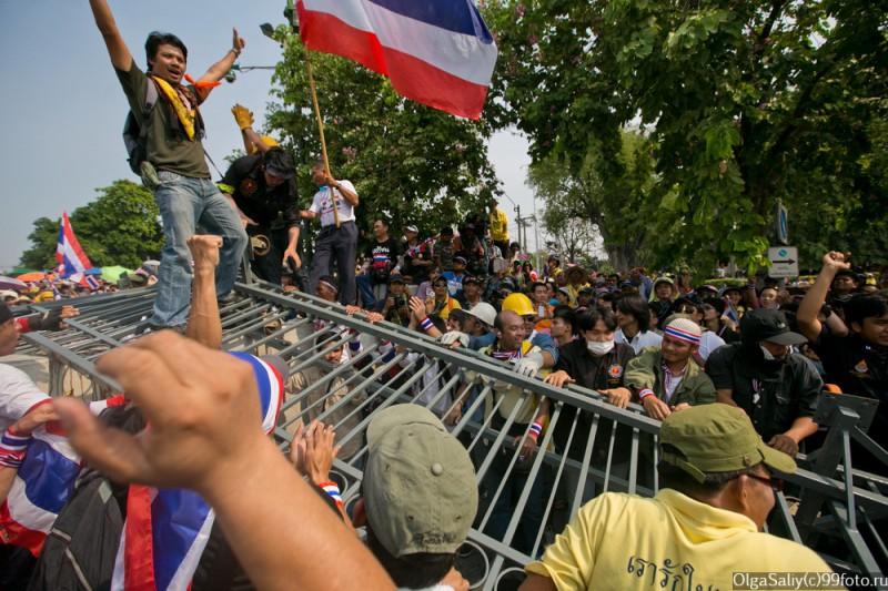Митинги Бангкок Тайланд (11)