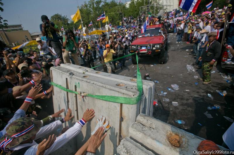 Митинги Бангкок Тайланд (7)