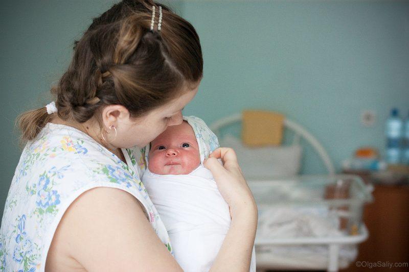 Мама с новорожденным ребёнком
