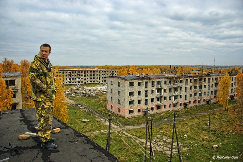 Олег Гогилеани на крыше заброшенного дома Итатка