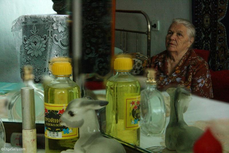 Бабушка у себя дома в Итатке