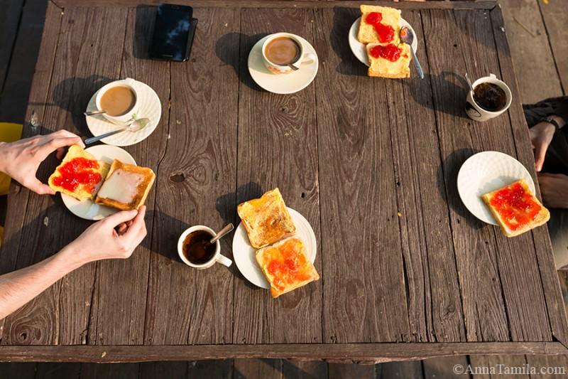 Завтрак в отеле города Кампхэнгпхет