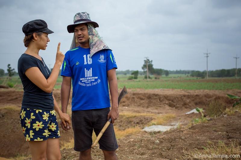Оля и Тун в тайской деревне