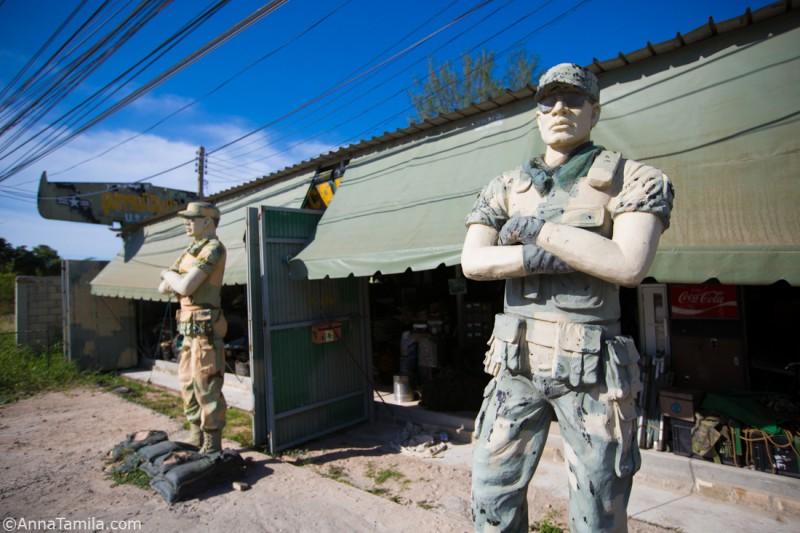 Военный магазин в Паттайе (2)