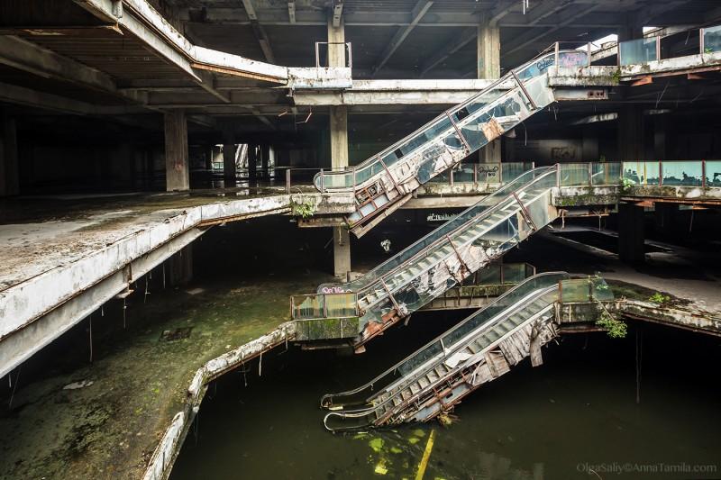 Заброшенный торговый центр в Бангкоке
