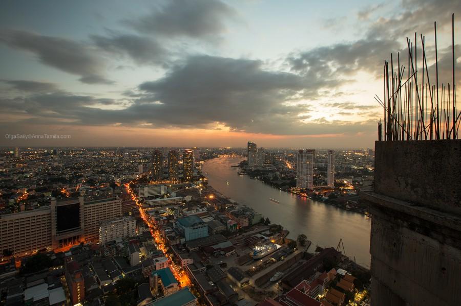 Вид с заброшенного небоскреба в Бангкоке на Чао Прайю