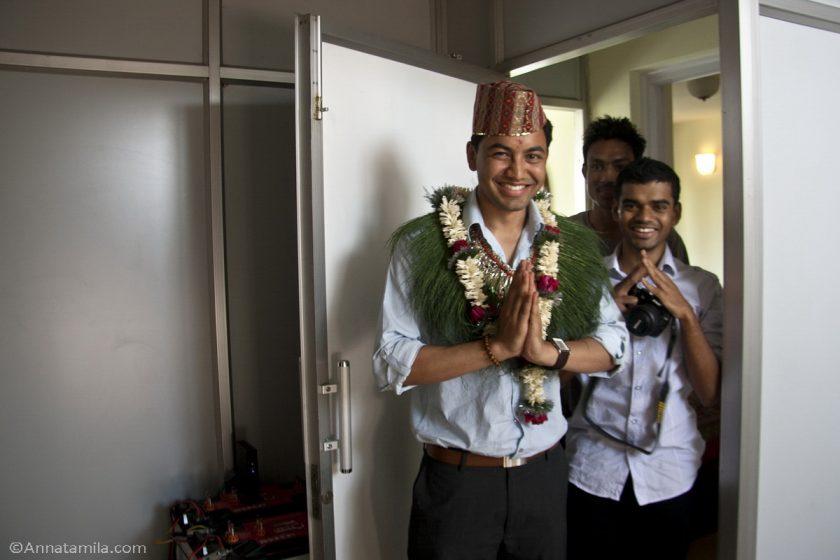 Жених на непальской свадьбе