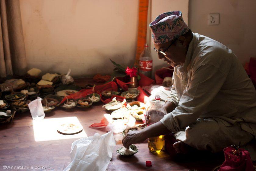 Приготовление к непальской свадьбе