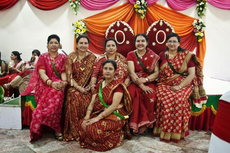 Гости на непальской свадьбе