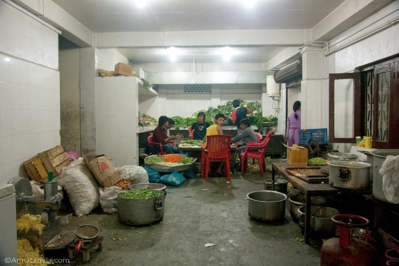 Кухня на непальской свадьбе