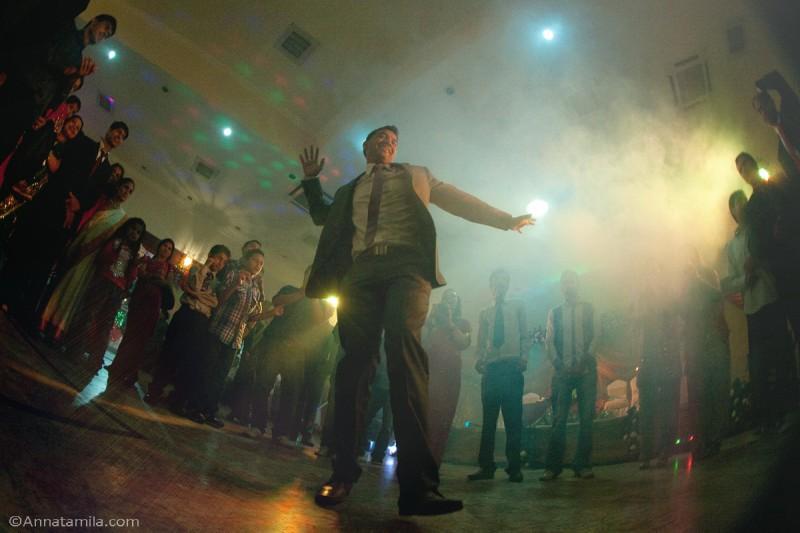 Танцы на непальской свадьбе