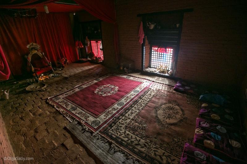 В гостях у Кумари в Непале (13)