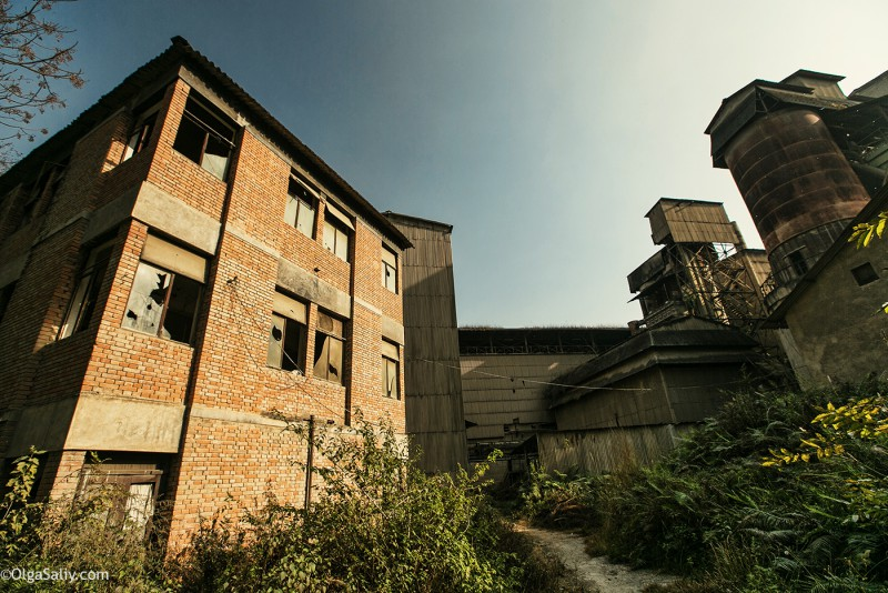 Заброшенный цементный завод в Катманду (38)