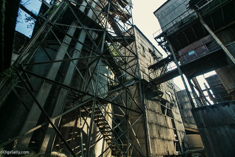 Заброшенный цементный завод в Катманду (36)